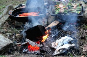 DIY_Cooking_without_Electricity_Foil_Dinners_Fire