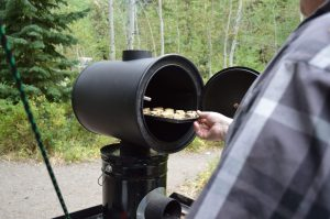 DIY_Preparedness_Rocket_Stoven_Using_Oven_For_Baking_Camping (5)-4mp